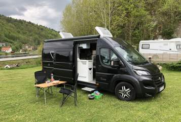 Hire a motorhome in Everswinkel from private owners| Karmann Black Sparrow