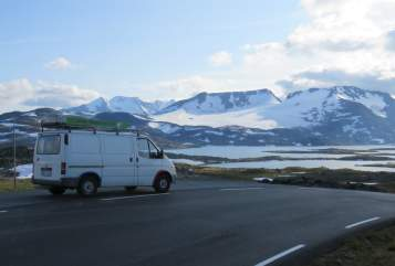 Hire a motorhome in Freiburg im Breisgau from private owners| Ford Thumbsup-Mobil