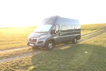 Hire a motorhome in Pulheim from private owners| Knaus Raumwunder