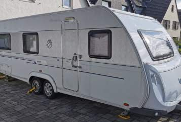 Hire a motorhome in Bergisch Gladbach from private owners| Knaus Woozel