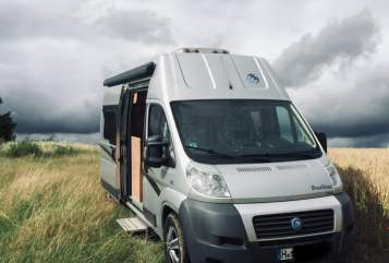 Hire a motorhome in Gehrden from private owners| Knaus Starbox