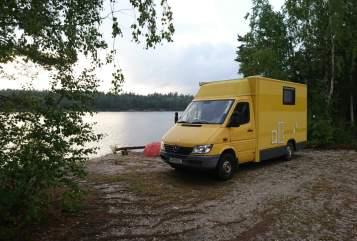 Hire a motorhome in Unterschleißheim from private owners| Sprinter Banana Joe