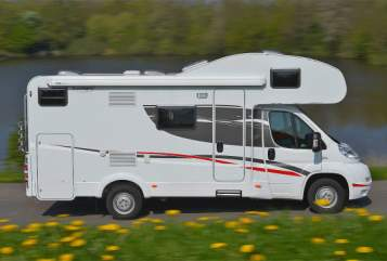 Hire a motorhome in Butzbach from private owners| Sunlight Happy
