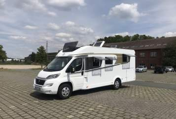 Hire a motorhome in Bochum from private owners| Carado Achi 1