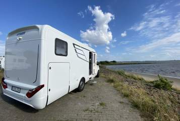 Hire a motorhome in Raa-Besenbek from private owners| Mercedes Mercedes S685