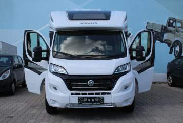 Hire a motorhome in Leipzig from private owners| Knaus  Knaus Wohnmobil