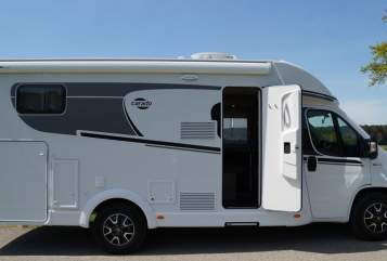 Hire a motorhome in Kaufbeuren from private owners| Carado Carado T338-10
