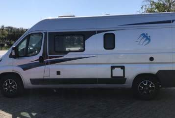 Hire a motorhome in Hamburg from private owners| Knaus Störtebecker