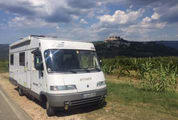 Hire a motorhome in Rückersdorf from private owners| Hymer Hymer B 644