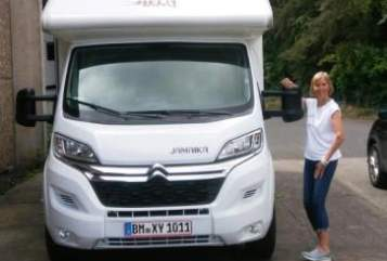 Hire a motorhome in Mönchengladbach from private owners| P.L.A. Bela Jamaika Bela easy