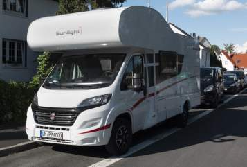 Hire a motorhome in Kamen from private owners| Sunlight Bommel4000