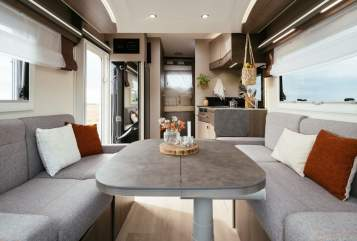 Hire a motorhome in Mönchengladbach from private owners| Challenger Nils - Lounge