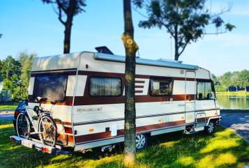 Hire a motorhome in Zeist from private owners| Hymer Waka Morearea