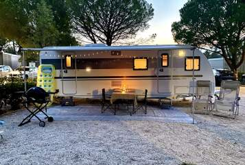 Hire a motorhome in Dinkelsbühl from private owners| Adria Glampingking