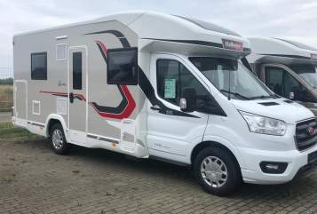Hire a motorhome in Grevenbroich from private owners| Challenger Weltenbummler