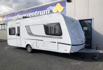 Hire a motorhome in Aachen from private owners| LMC Luciano