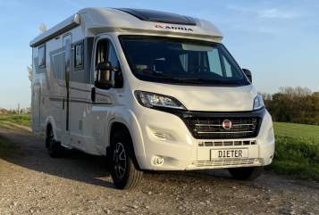 Hire a motorhome in Düsseldorf from private owners| ADRIA Compact Plus DL Dieter