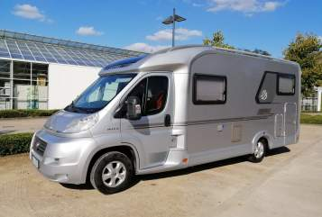 Hire a motorhome in Hagen from private owners| Knaus Merlin