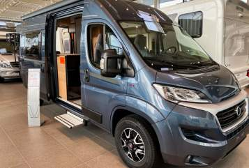 Hire a motorhome in Duisburg from private owners| Carado Vicky