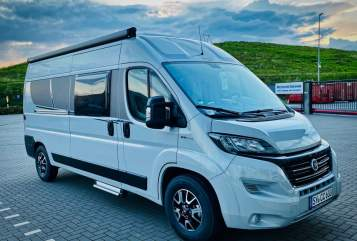 Hire a motorhome in Duisburg from private owners| Carado CV 600 Vicky
