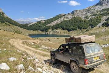 Hire a motorhome in Breda from private owners| Jeep Jeep Cherokee