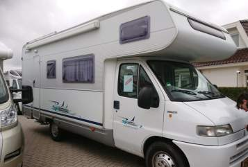 Hire a motorhome in Den Hoorn from private owners| Fiat A6880 Dethleffs