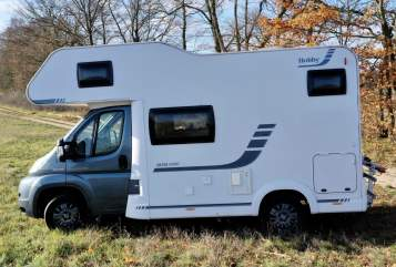 Hire a motorhome in Berlin from private owners| Hobby Gloria