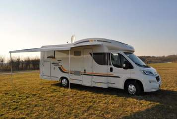 Hire a motorhome in Königsbrunn from private owners| Sunliving BuBu-Mobil