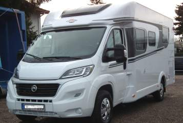 Hire a motorhome in Erfurt from private owners| Carado Carado T339