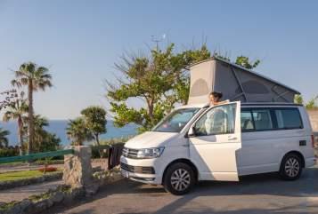 Hire a motorhome in Adelheidsdorf from private owners| VW Klas California