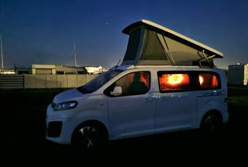 Hire a motorhome in Essen from private owners| Pössl Vanster Deluxe