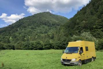 Hire a motorhome in Berlin from private owners| Mercedes Sprinter Postvan