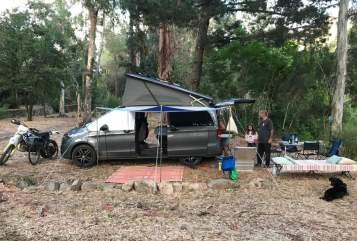 Hire a motorhome in Salzburg from private owners| Mercedes 4x4 MY ROOM