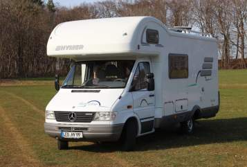 Hire a motorhome in Waldenbuch from private owners| Hymer Star Liner