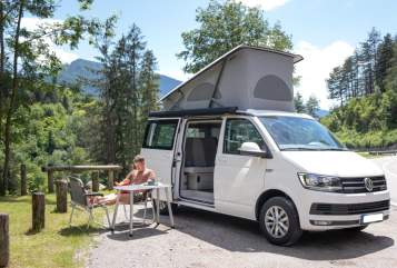 Hire a motorhome in Adelheidsdorf from private owners| VW Finn California