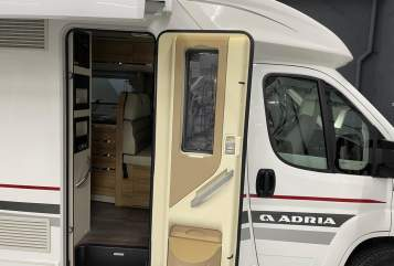 Hire a motorhome in Ysselsteyn from private owners| Adria Adria 660 SC