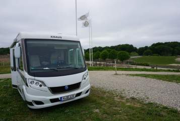 Hire a motorhome in Unterschleißheim from private owners| Knaus Sky I MunichSky