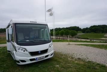 Hire a motorhome in Unterschleißheim from private owners| Knaus Sky I MunichSky