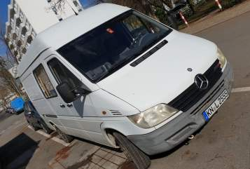 Hire a motorhome in Konstanz from private owners| Mercedes Waldo
