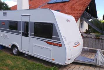 Hire a motorhome in Eresing from private owners| LMC Style Mario