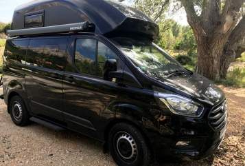 Hire a motorhome in Pottenstein from private owners| Ford Black Pearl