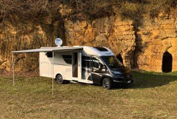 Hire a motorhome in Neumarkt in der Oberpfalz from private owners| Sunlight Blacky XV 68
