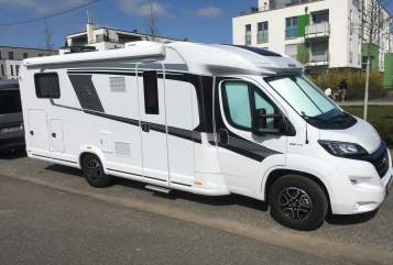 Hire a motorhome in Düsseldorf from private owners| Knaus Knausi