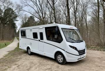 Hire a motorhome in Bladel from private owners| Dethleffs Globebus nieuw
