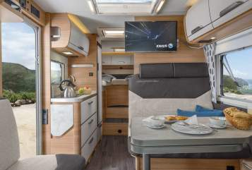 Hire a motorhome in Essen from private owners| Knaus Vansation Autom