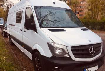 Hire a motorhome in Hamburg from private owners| Mercedes  WoMo Elsa