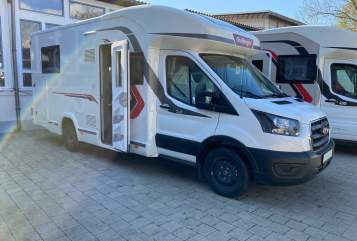 Hire a motorhome in Lörrach from private owners| Challenger Horscht