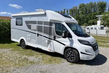 Hire a motorhome in Neuhausen auf den Fildern from private owners| Sunlight Hugo