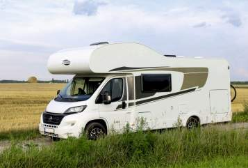 Hire a motorhome in Rendsburg from private owners| Carado Hansi