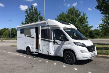 Hire a motorhome in Rheinberg from private owners| Carado WOMO